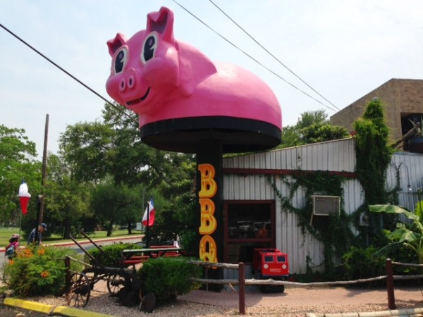 Augie's Barbed Wire Smokehouse, Texas BBQ, Big Pink Pig